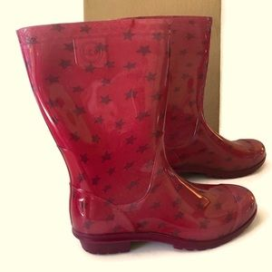 Ugg rain boots for a girl.  Size 1 in Ugg. Stars